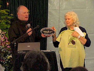 ACS Western Region President Joe Carli presents Mary Anny Payne with a plaque and t-shirt. gallery image